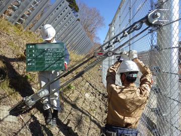 11. 山側控えロープ設置