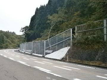 花立雪崩予防柵外設置工事