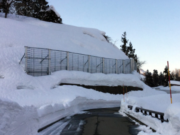 主要地方道柏崎高浜堀之内線防災安全(雪寒)楢木雪崩予防柵設置工事