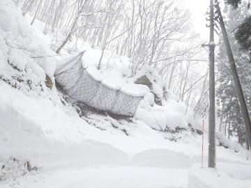 町道田沢線(3工区)雪崩予防柵設置工事